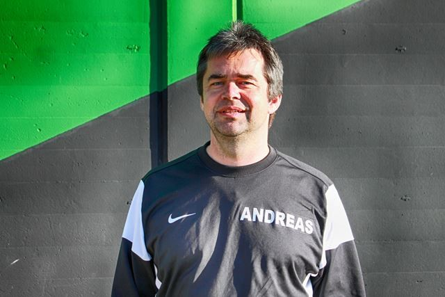 b_800_0_0_10_images_Fussball_F2__Maedchen_Trainer_Andreas1.jpg